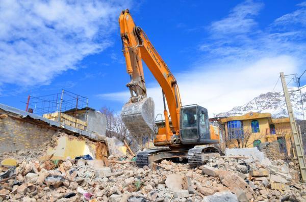 خبرنگاران آواربرداری مناطق زلزله زده سی سخت تا سرانجام فروردین باید انجام گردد